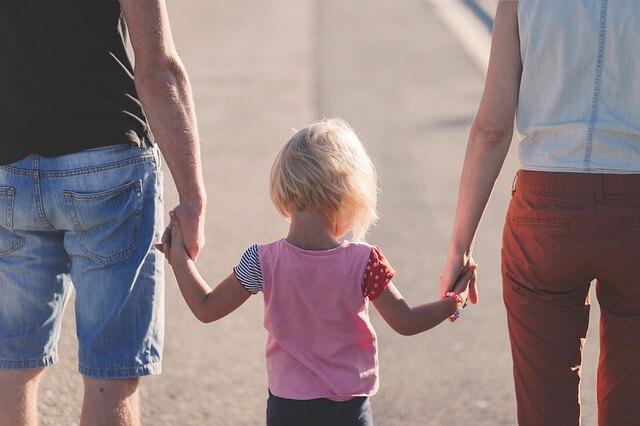 Lojaalius vanhempia kohtaan voi estää tunnelukkotyöskentelyä.